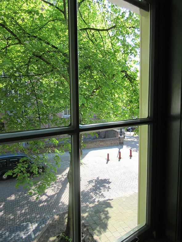 Van beide slaapkamers uitzicht op de abdij.