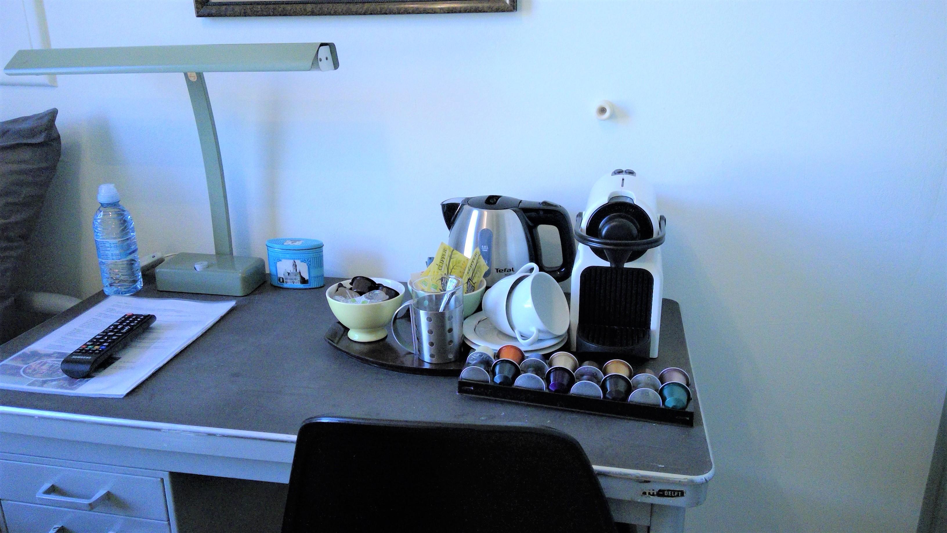 voorzien van Nespresso-apparaat en waterkoker